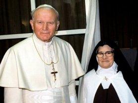 San Juan Pablo II junto a Sor Lucía
